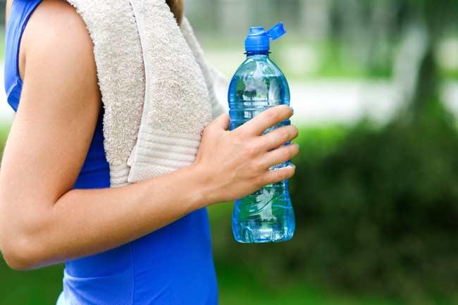 पानी की बोतल साथ रखें