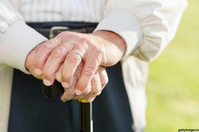 उम्र के साथ कम होती हैं हड्डियां