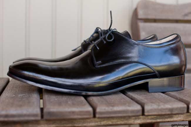 जूते चमकाएं केला