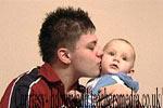 पार्टनर की देखभाल के साथ ही समझदारी से काम लें किशोर पिता