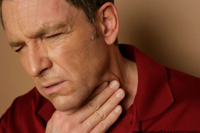 पुरुषों में अधिक होता है गले का कैंसर