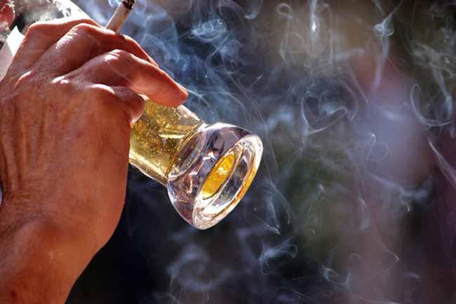 धूम्रपान और शराब का सेवन