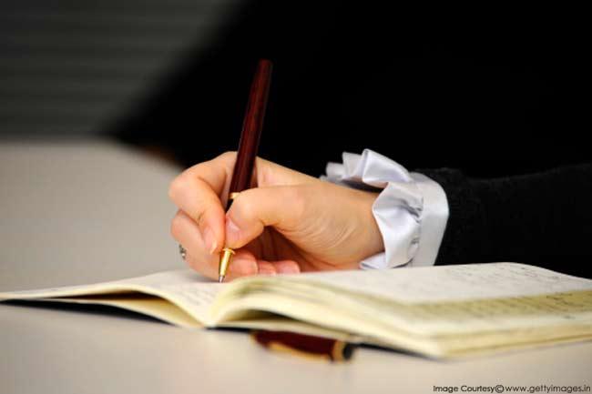 लिखने की आदत बनाएं