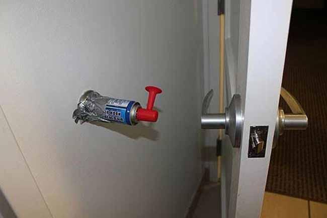 दरवाजे पर हॉर्न