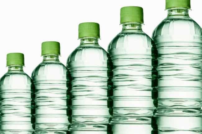 प्लास्टिक बोतलबंद पानी