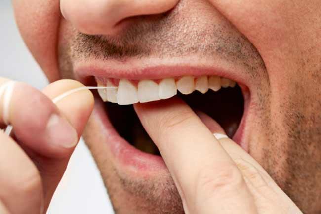 दांतों को सफाई  Floss Your Teeth
