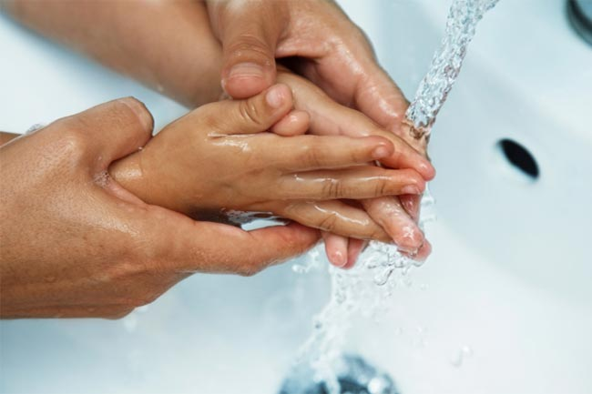 खाने से पहले हाथ जरूर धोएं