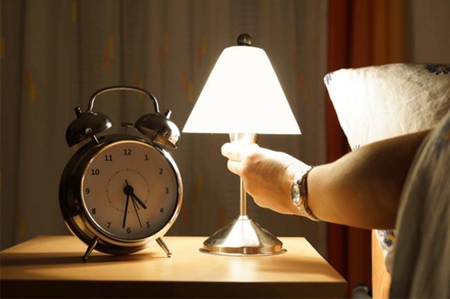 जल्दी सोएं और जल्दी ही उठें