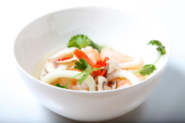 ठंडा बटरमिल्क और झींगा सूप