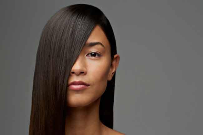 Straightens Hair