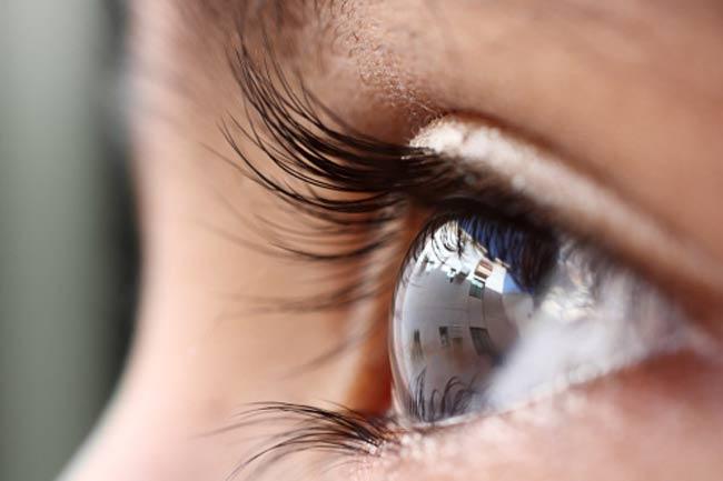 आंखों की रक्षा करें