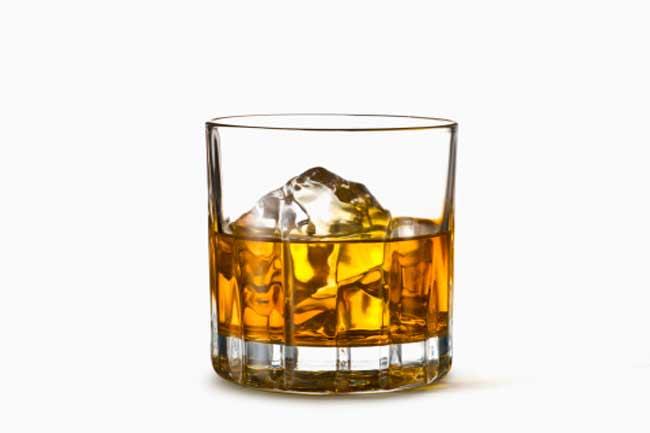शराब का सेवन करना