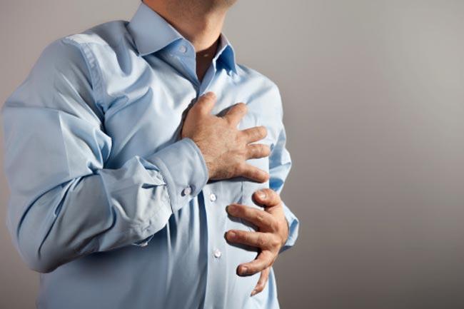 कई कारणों से हो सकता है सीने में दर्द