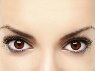 थकी हुई आंखों को आराम दिलाएं ये पांच बेहतरीन टिप्स