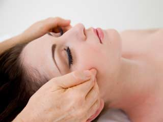 Get a Flawless Skin with these Acupressure Points on Face