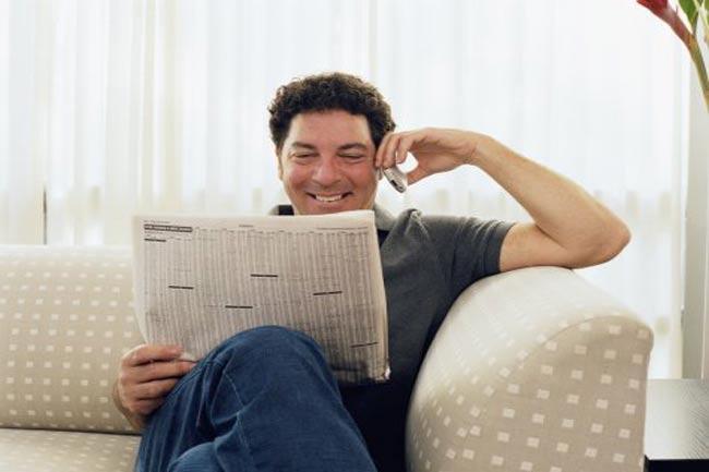अखबार पढ़ते वक्त