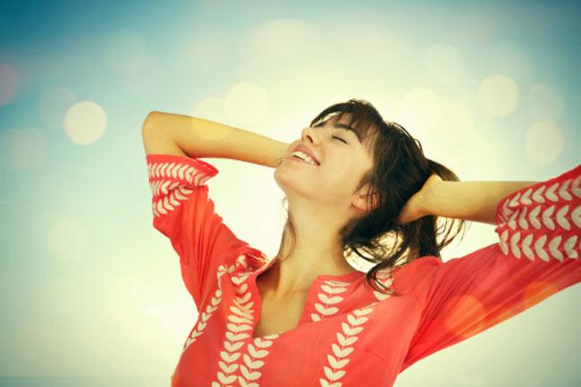 मुस्कुराते रहें और सकारात्मक सोच रखें