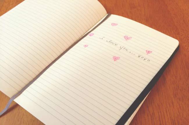 लव नोट्स और मेमोरी क्लिपिंग
