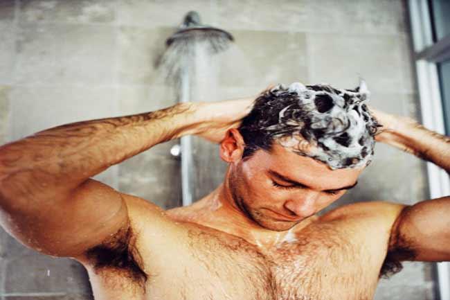 हर दिन अपने बालों को धोना