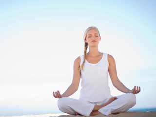 सिर्फ शरीर ही नहीं मन को लाभ पहुंचाता है योग