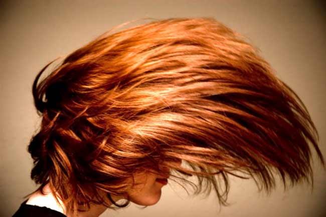 बालों की जड़ों से झांकती सफेदी