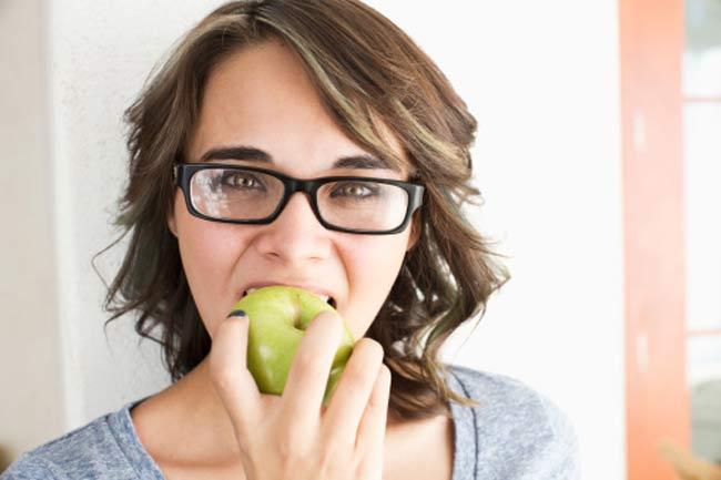 फल भी खाएं