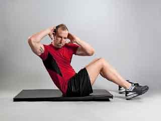 जिम के सामान्य उपकरणों से पायें मजबूत एब्स