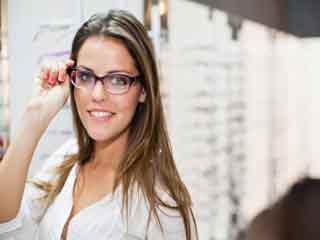 चश्मा पहनने वालों की सौंदर्य समस्याएं