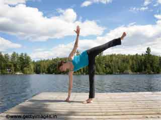 Half Moon Pose Yoga to Reduce Belly Fat