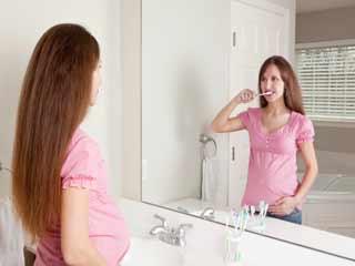 गर्भावस्था में करें अपने दांतों की खास देखभाल