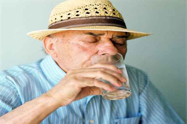 कम पानी पीना