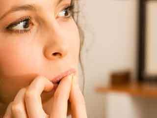 नाखून चबाने की आदत से कैसे पाएं छुटकारा