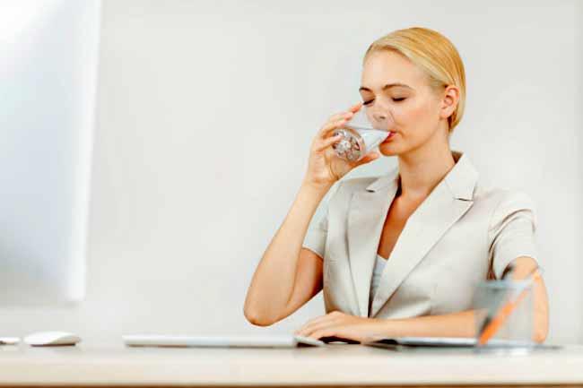 पानी पीते रहें