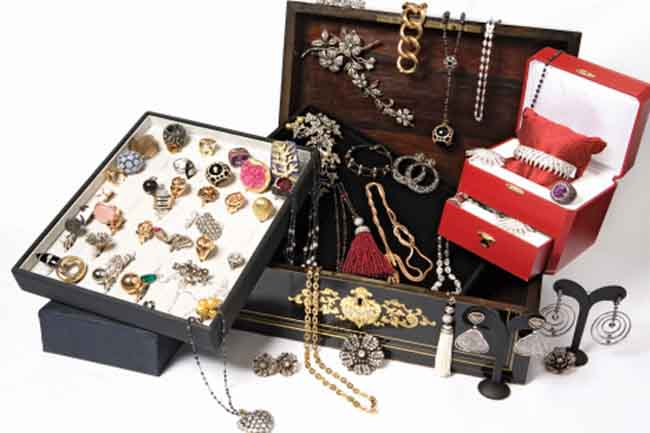 Grooming, Jewellery and Accessories