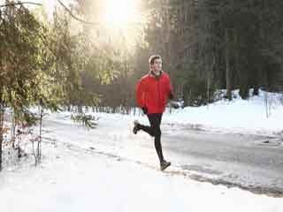 सर्दियों में दौड़ते समय बरतें ये सावधानियां