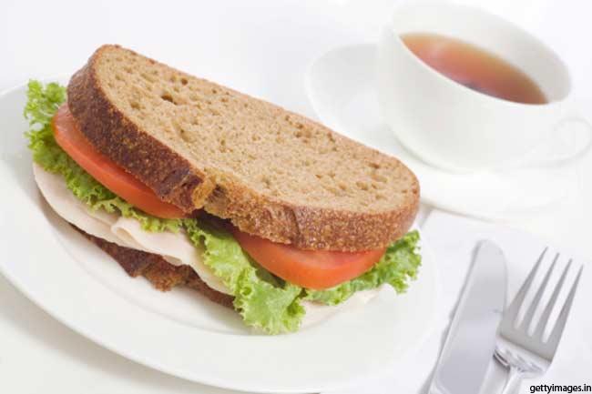 मल्टीग्रेन ब्रेड सैंडविच