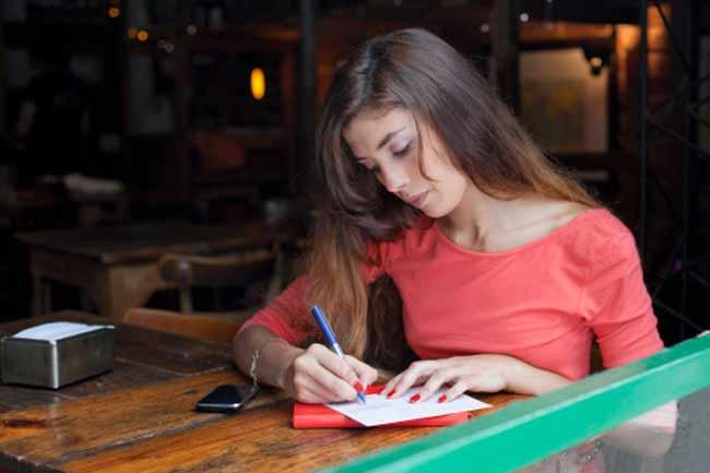 विचारों को कागज पर लिखें
