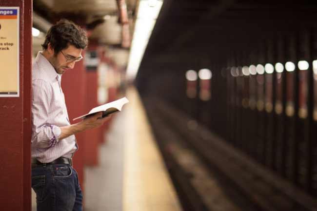 अच्छी किताबें पढ़ें