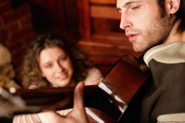 रोमांटिक गाने सुनना