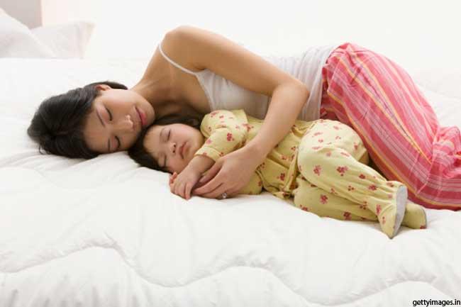 बच्चों के साथ सोना