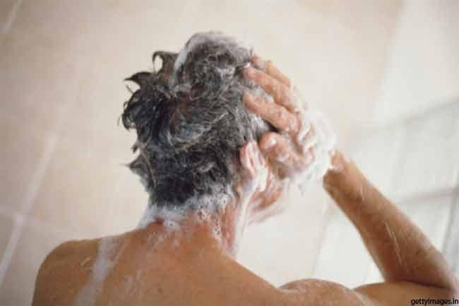 गर्म पानी से नहाएं
