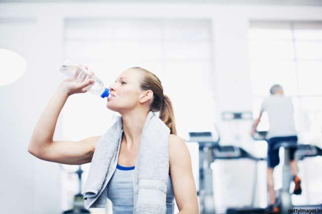 एक्सरसाइज के साथ पानी जरूरी