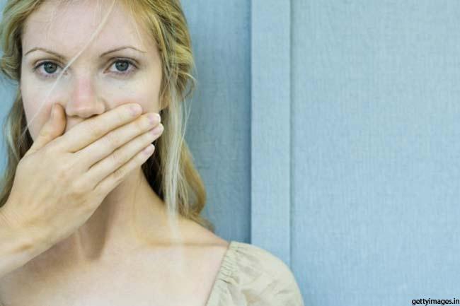 मुंह की दुर्गंध से बचाए