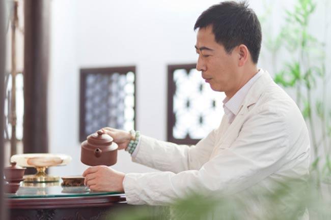 दूध की चाय की जगह ग्रीन टी पीने की आदत