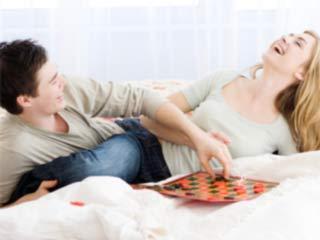 अपनी गर्लफ्रेंड के साथ खेले सेक्सी गेम्स