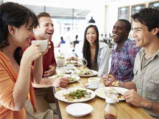 खाने के साथ या बाद में चाय पीना अच्छा है या बुरा