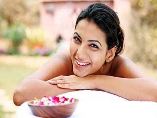 स्वस्थ और दमकती त्वचा की देखभाल के आयुर्वेदिक तरीके