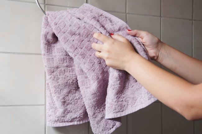 साफ तौलिये का उपयोग करें