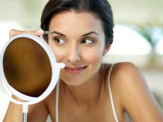 चेहरे से अनचाहे बालों को हटाने के उपाय