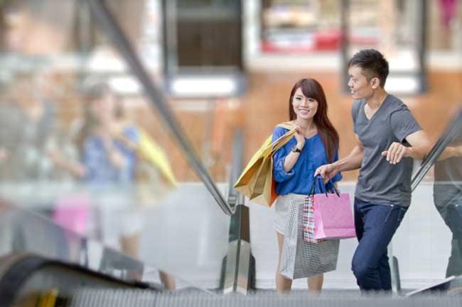 शॉपिंग की डिमांड करना